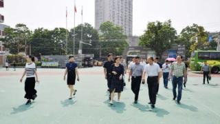 泰兴市民宗局莅临民主路小学考察民族团结教育工作