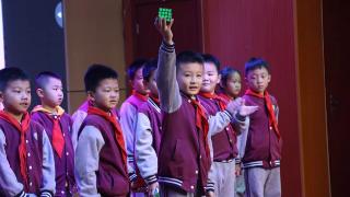 思维碰撞促提高 指尖灵动获发展——记太阳城学校二年级数学组《创意小棒拼摆》活动